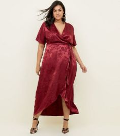 https://www.newlook.com/uk/womens/clothing/dresses/curves-burgundy-floral-satin-dip-hem-dress/p/605640867?comp=PDP-Color-Swatch